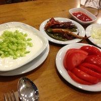 3/17/2013 tarihinde Ece Ç.ziyaretçi tarafından Kırkpınar Kasap & Restaurant'de çekilen fotoğraf