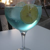 Photo taken at Vinoteca El Descorche by Filip P. on 7/30/2013