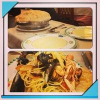 Foto scattata a Catullo Ristorante Pizzeria da Chiara B. il 12/29/2012