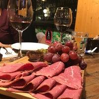 11/16/2017 tarihinde Melis S.ziyaretçi tarafından Palivor Çiftliği Nişantaşı Cafe & Şarküteri'de çekilen fotoğraf