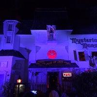 Das Foto wurde bei Mysterious Mansion von Josh B. am 10/26/2013 aufgenommen