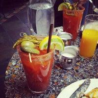 11/11/2012 tarihinde Dave W.ziyaretçi tarafından Cafe Flora'de çekilen fotoğraf