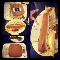 Foto tomada en De Pauh Garden Restaurant & Cafe por Travor L. el 3/22/2013