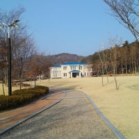 Photo taken at 도움산 산림문화 수련관 by Marcus K. on 1/18/2014