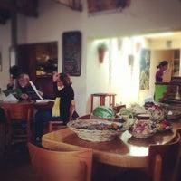 Foto tomada en Greens Organic Restaurant por Ling L. el 11/7/2012