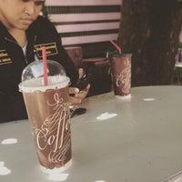 5/19/2015 tarihinde Nu A.ziyaretçi tarafından ร้านกาแฟไม้หมอนกรมอู่ทหารเรือ'de çekilen fotoğraf