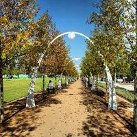 Foto tirada no(a) Klyde Warren Park por Rachel P. em 11/1/2012