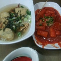 Photo taken at 죠스떡볶이 Jaws Food by Y.s. P. on 9/14/2012