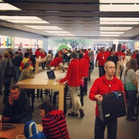 Photo taken at Apple The Domain by Reyne T. on 12/22/2012