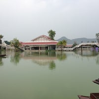 Photo taken at One More ตลาดน้ำหัวหิน by Khem P. on 3/9/2013
