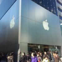 รูปภาพถ่ายที่ Apple Store โดย sin_mey เมื่อ 2/10/2013