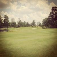 Foto scattata a River Oaks Country Club da Shawn K. il 7/25/2013