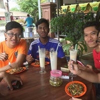 Photo taken at coconut shake taman peruda by Muhammad L. on 7/13/2016