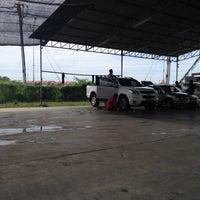 Photo taken at Pusat Cuci Kereta (Car Spa) - kmf® by Kasturi® on 11/27/2013