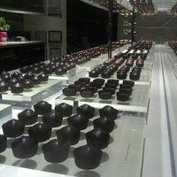 Foto tirada no(a) Fran's Chocolates por Leana A. em 3/8/2013