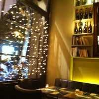 Foto tomada en Café Adonis 1940 por Marta M. el 12/18/2012