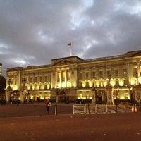 Photo taken at Buckingham Palace Gardens by Atilla U. on 11/7/2012