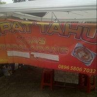 Photo taken at Kupat Tahu Khas Padalarang by sonny e. on 12/13/2014
