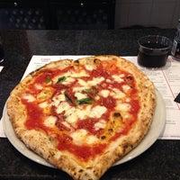 Foto tomada en NAP: Neapolitan Authentic Pizza por Hannah M. el 11/23/2014