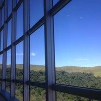 Foto tirada no(a) Biblioteca - PUC Minas por Raphael E. em 4/15/2013