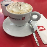 Photo taken at Illy Espressamente by Kim B. on 5/3/2017
