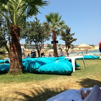 Photo taken at Quente Beach Club by Kenan S. on 7/7/2013