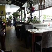 Photo taken at Kopitiam Istana by Ridzuan A. on 1/18/2014