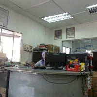 Photo taken at Pesat Auto Service Centre Sdn Bhd by Wan Faizal on 10/16/2013