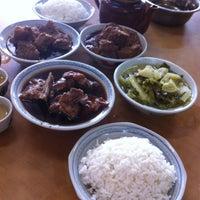 Photo taken at Restoran Hwa Mei 美华肉骨茶 by Kassey C. on 11/29/2012