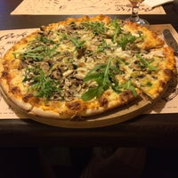 Снимок сделан в Meet-Point Pizzabar пользователем Элвис Т. 7/28/2017