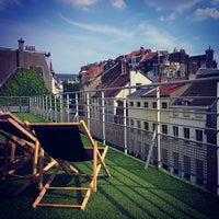 Photo prise au Play Label Rooftop par Grisha le7/17/2013
