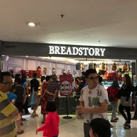 Photo taken at Bread Story by Jia Jun W. on 11/14/2016