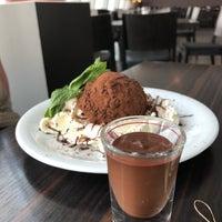 Das Foto wurde bei Chocolat Grand Café von Rachel R. am 7/28/2018 aufgenommen