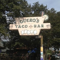 12/7/2012 tarihinde Weird C.ziyaretçi tarafından Guero's Taco Bar'de çekilen fotoğraf