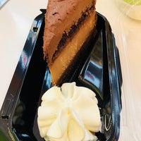 Das Foto wurde bei The Cheesecake Factory von Vinay am 3/27/2018 aufgenommen