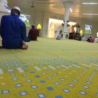 Photo taken at Masjid Al-Muktafi Billah Shah (Masjid Ladang) by nizanggg on 8/16/2016