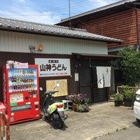 Photo taken at 山神うどん by Saburo F. on 7/12/2014