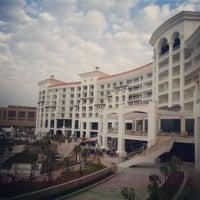 2/4/2014 tarihinde Mahrukh H.ziyaretçi tarafından Waldorf Astoria Dubai Palm Jumeirah'de çekilen fotoğraf