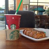 Foto diambil di Starbucks oleh Jan Peliux R. pada 1/7/2013