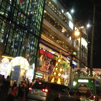 Photo taken at The Mall Ngamwongwan by พอดีพอดี ด. on 12/4/2012