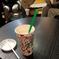 Foto tirada no(a) Starbucks por Martin J. em 11/18/2017