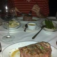 Foto tomada en Ruth's Chris Steak House por Pauli L. el 11/27/2012
