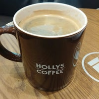 Photo taken at HOLLYS COFFEE by Stephano L. on 1/4/2015