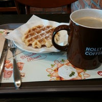 Photo taken at HOLLYS COFFEE by Stephano L. on 3/2/2015