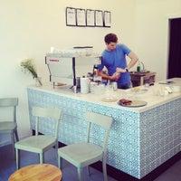 Das Foto wurde bei kaffemik von Jenny B. am 6/27/2014 aufgenommen