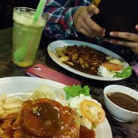 Photo taken at Hotmas Restaurant by Farah H. on 11/7/2015