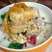 Photo taken at Eskinita -  Arlene's Food Hauz by Mia on 5/9/2014
