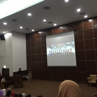 Photo taken at Auditorium Perpustakaan Sultanah Nur Zahirah, UMT by Liyana M. on 5/17/2016