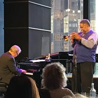 Foto tirada no(a) Jazz at Lincoln Center por Tom B. em 7/21/2018