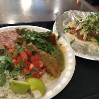 2/15/2017 tarihinde Tom B.ziyaretçi tarafından Burritos & Beer Mexican Restaurant'de çekilen fotoğraf